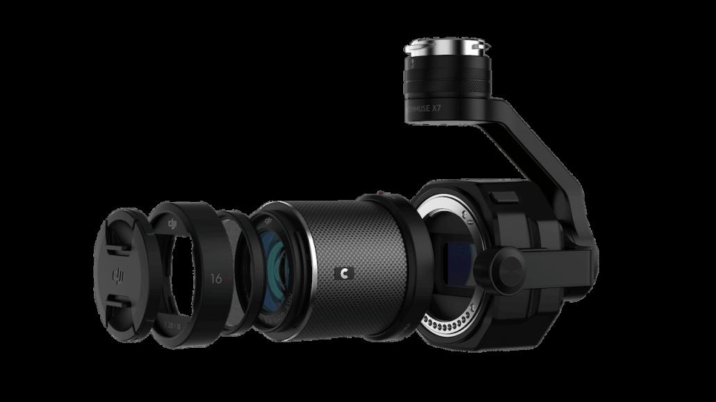 Detalle de cámara profesional para filmación aérea con dron