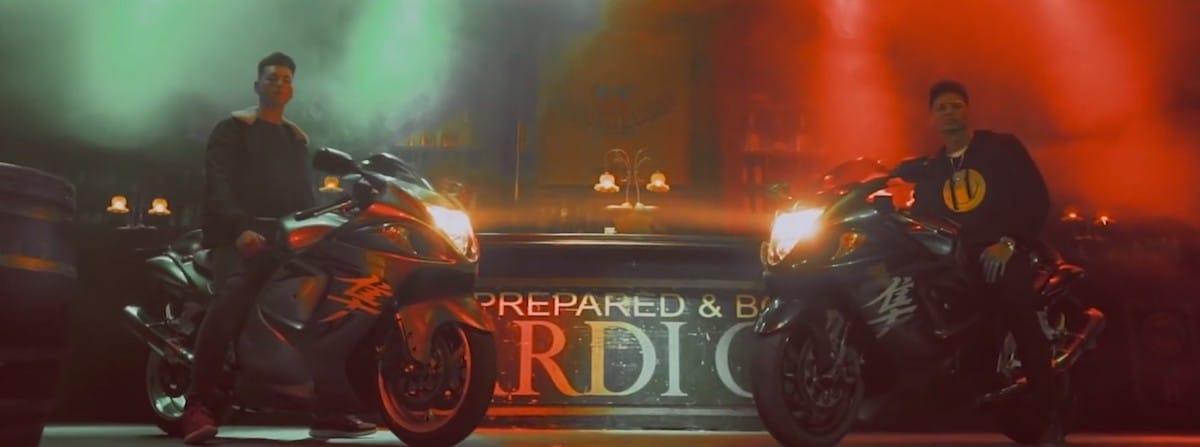 Imagen de videoclip musical para cantante.