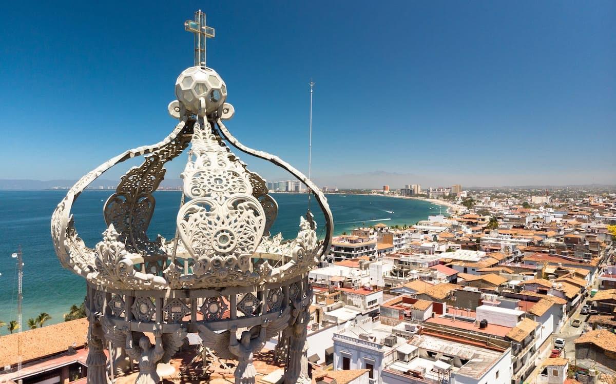 Imagen aérea de ciudad para promoción turística.