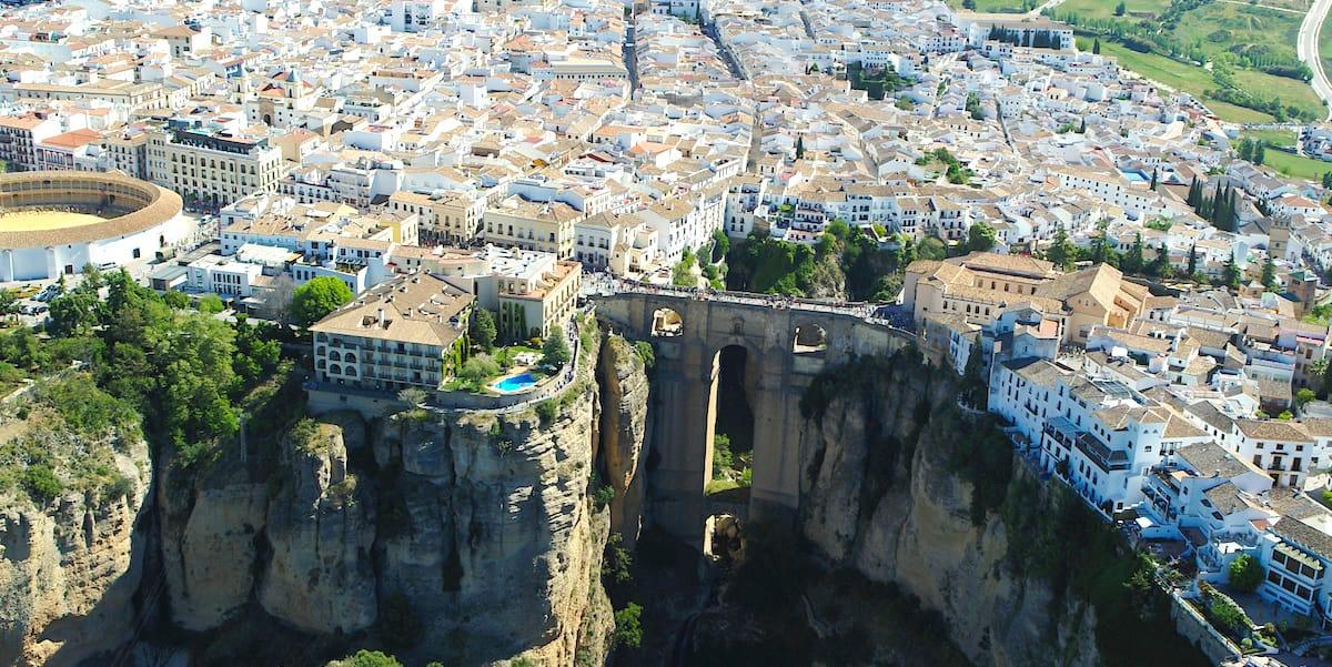Imagen aérea del Tajo o Puente Nuevo en Ronda.